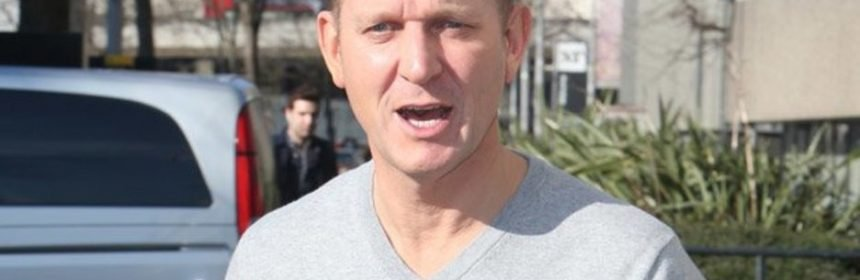 Jeremy Kyle narrowly avoids injury after live car accident | Top